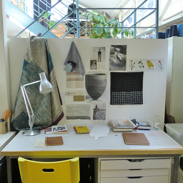 2.drawing desk